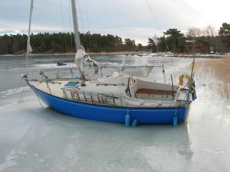 Övergiven segelbåt Foto Lars Erik Mannberg DSCN1080