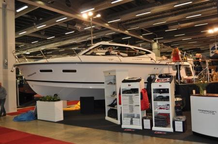 Nimbus 305 Drophead, glidarbåt med många nya tekniska lösningar.